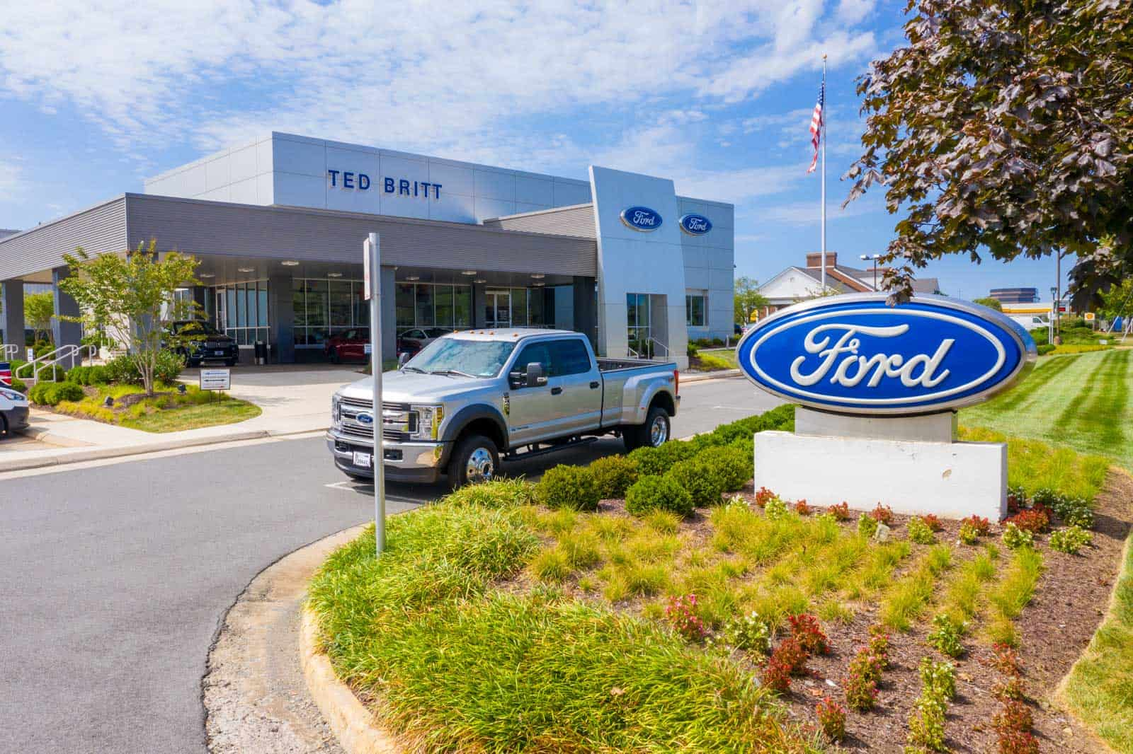 low altitude drone photo of Ford dealership in Fairfax, VA